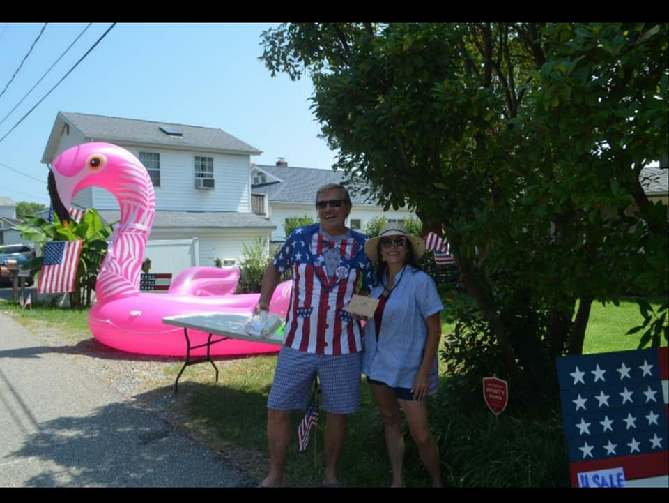 3rd Place - Brett & Maryanne - HOUSE DECORATING CONTEST