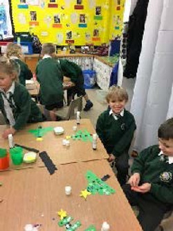 bumble bee class making xmas decorations