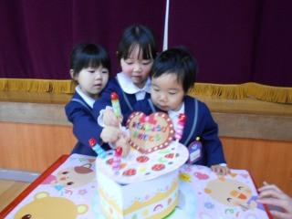 2歳児・年少組 お誕生会がありました!