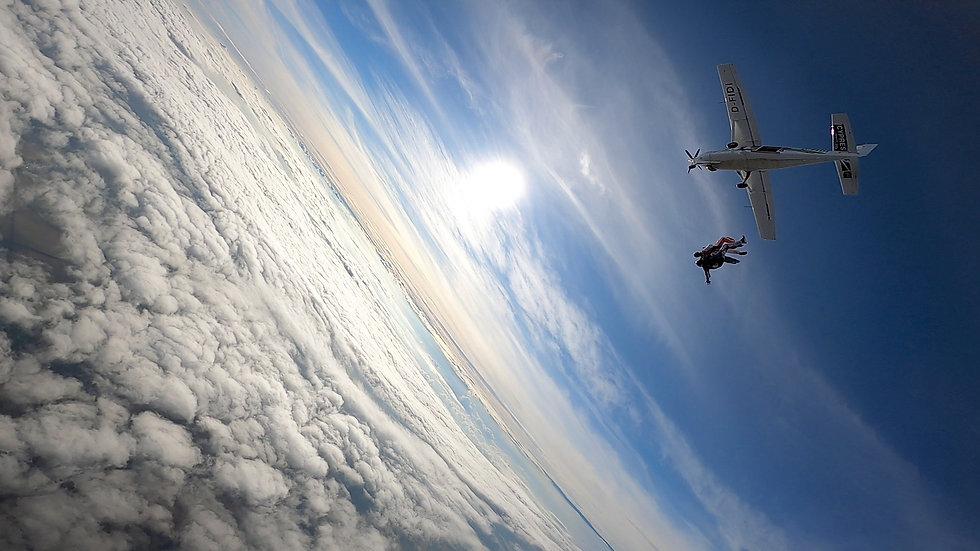 Fallschirmsprung_Bild_heller_.jpeg
