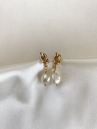 Ohrstecker Knot and Pearl