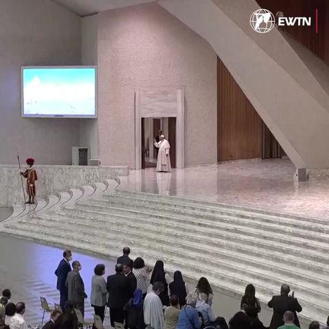 Pave Frans får overrakt en gullmedalje fra OL i Tokyo og gjenoppbyggingen av Notre Dame går fremover