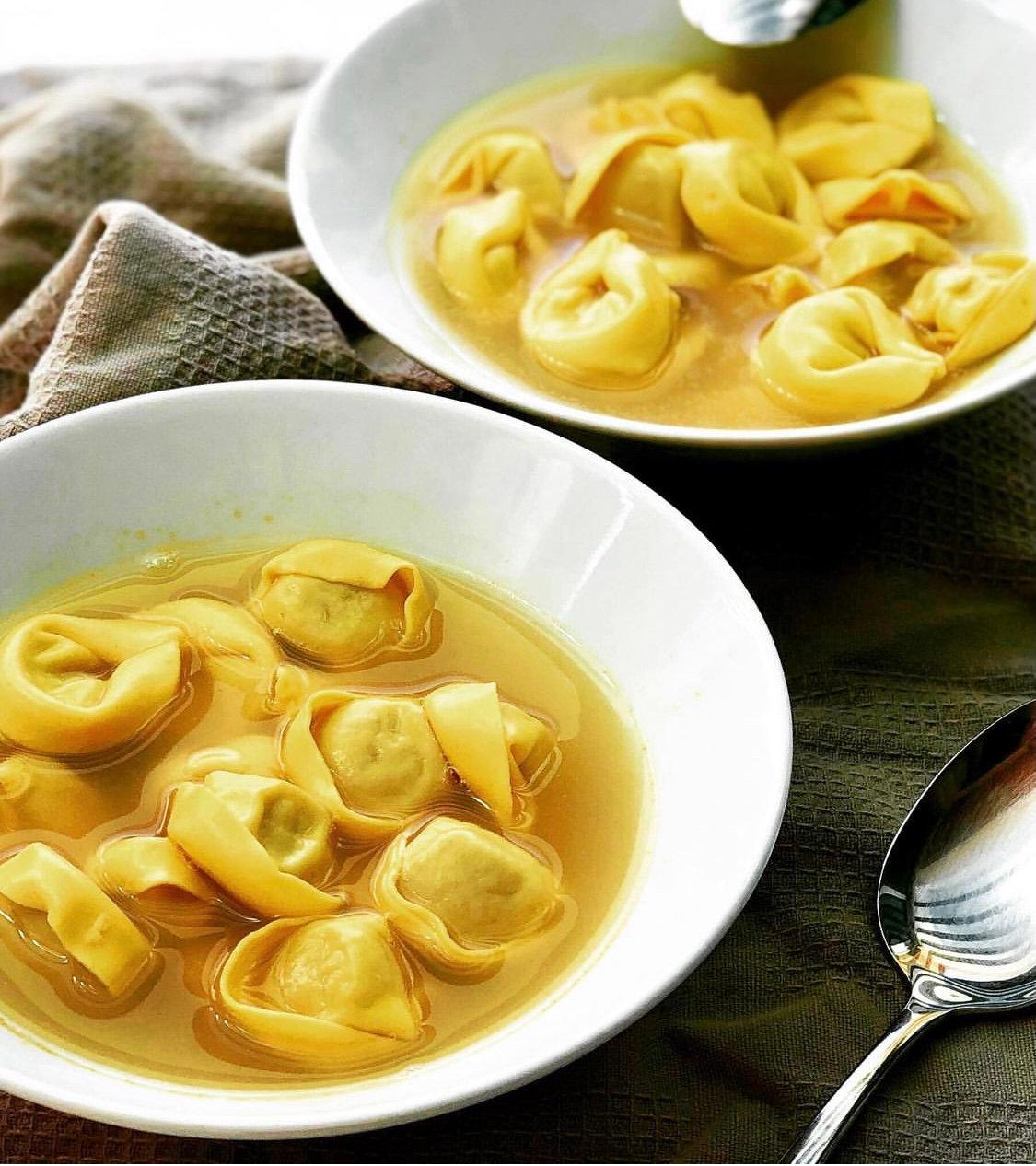 自家製トルテッリーニのスープ、ヌテッラのロールケーキ等
