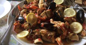 たっぷり魚介の絶品スープ  Zuppa di pesce 他