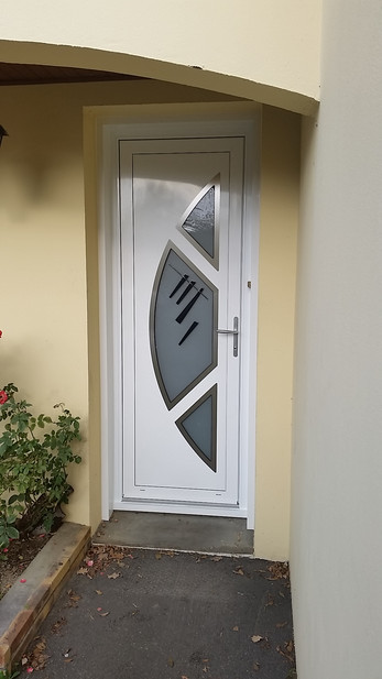 Porte d'entrée aluminium PVC ou bois