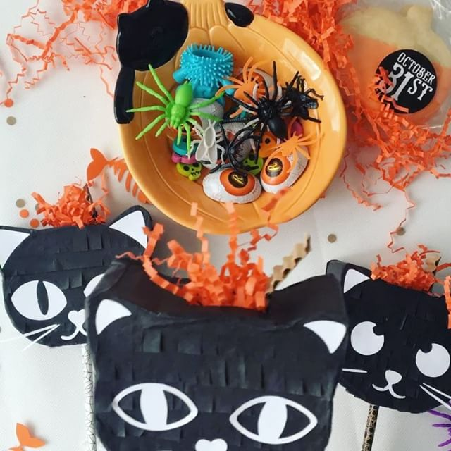 #GIVEAWAY TIME. #WIN 3 #kitties #minipiñatas stuffed with toys and ready to go for #halloween. To enter check previous post