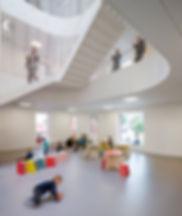 Small Design i Børnehaven Forfatterhuset. Børnemøbler, Cirkelbord