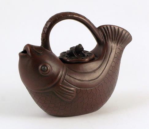 Fish Motif Teapot with Frog Cap