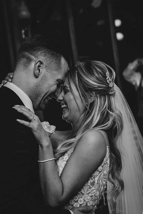 Black and white first dance wedding phot