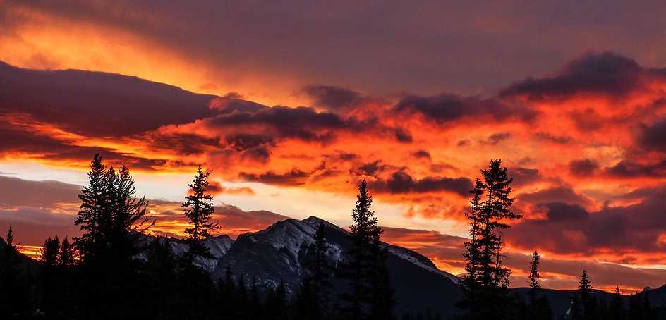 Dramatic Sunset over the Mountains