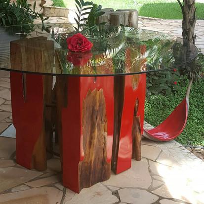 Madeira de reflorestamento e reaproveitamento de produtos ganham destaque na decoração consciente