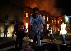 Incêndio destrói 200 anos de história do Museu Nacional.