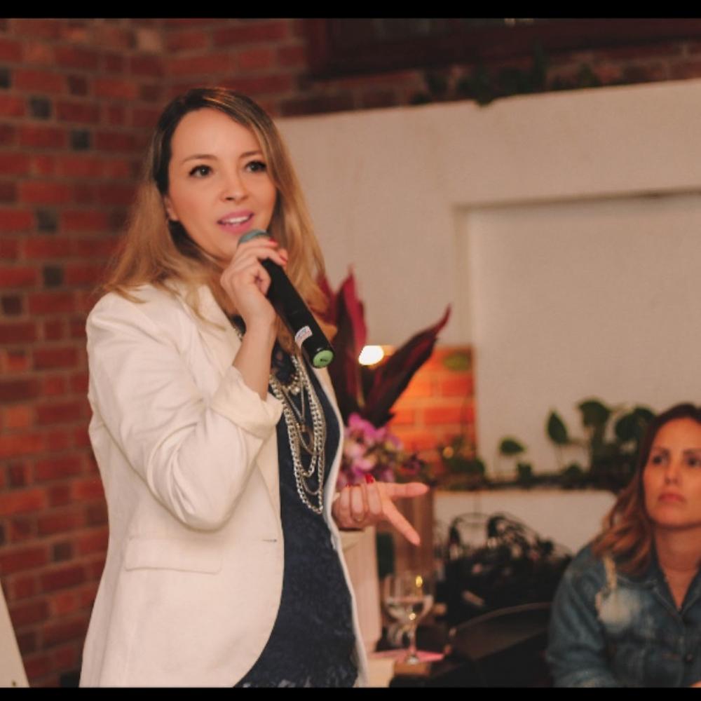 Alexandra Vidal, escritora, fundadora e também CEO da Livr(a)