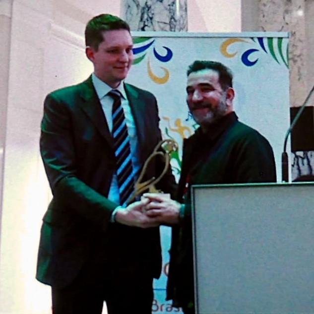 Entrega do troféu Papagaio de ouro ao colaborador e curador Mário Britto