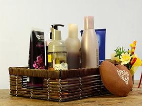 cosmetics-2389779_1920.jpg