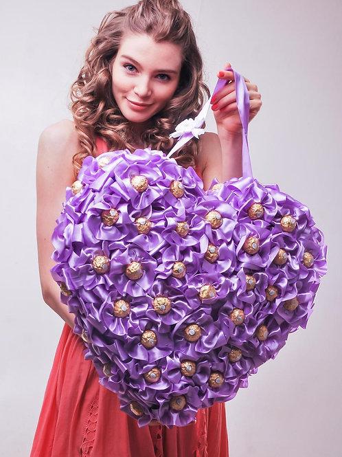 Сердце из конфет фиолетовое