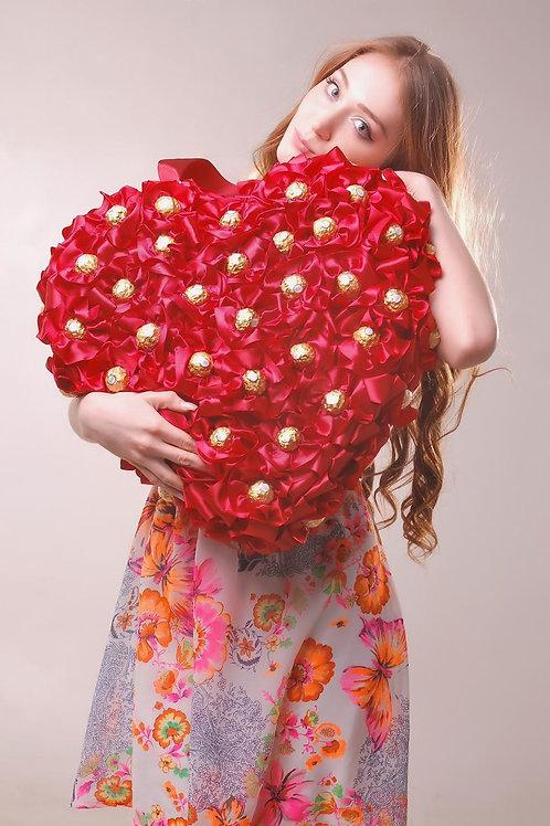 Сердце из конфет бардовое