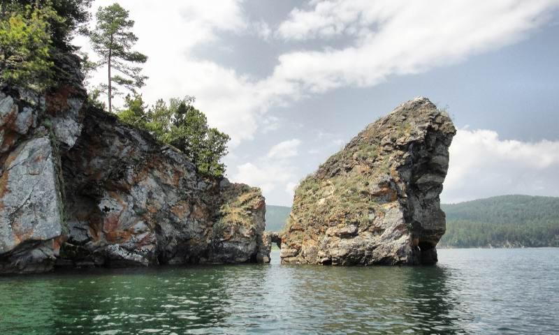 Скалы Байкала