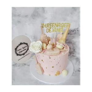 Vanilla sponge birthday cake with ice lolly theme
