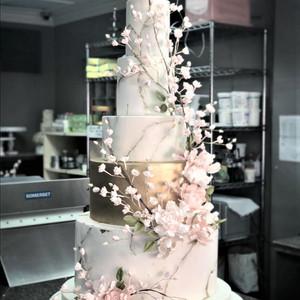 Wedding Cake by Mannix