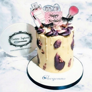 Red Velvet Makeup Themed Cake