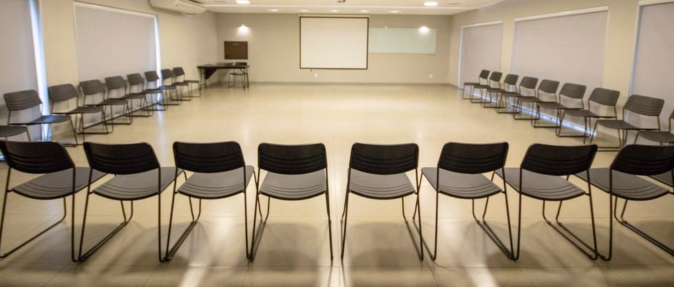 Formato em U c/ cadeiras