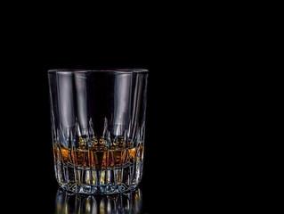L'ALCOOL: UN ARTICLE ESSENTIEL ? LES DÉBITS D'ALCOOL DES SERVICES ESSENTIELS ?