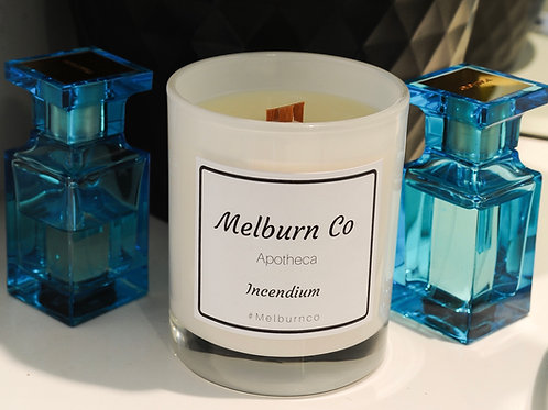 A gentle blend of sandalwood, oakmoss, leather, bergamot and amber featuring a wood wick that gently crackles