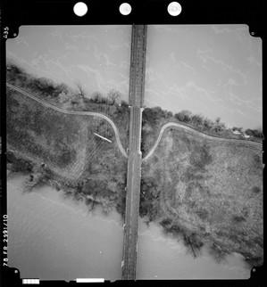 Vue verticale de l'île Saint-Martin et du pont des Anglais, 1978.