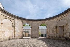 La rotonde en pierre, vestige d'un manège du XVIII siècle