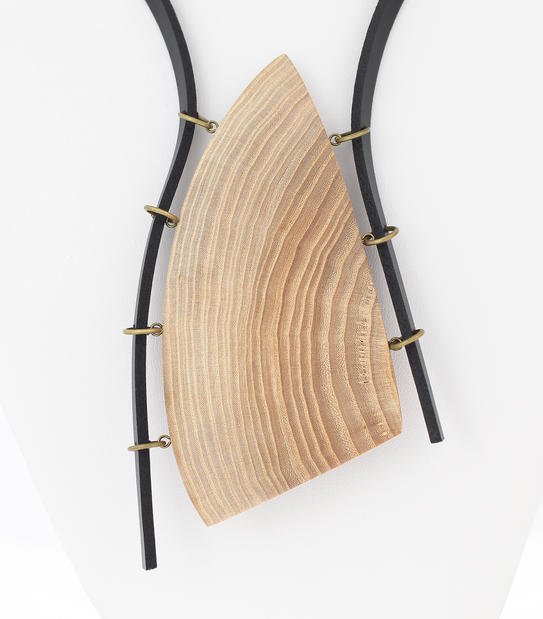 elm leather necklace