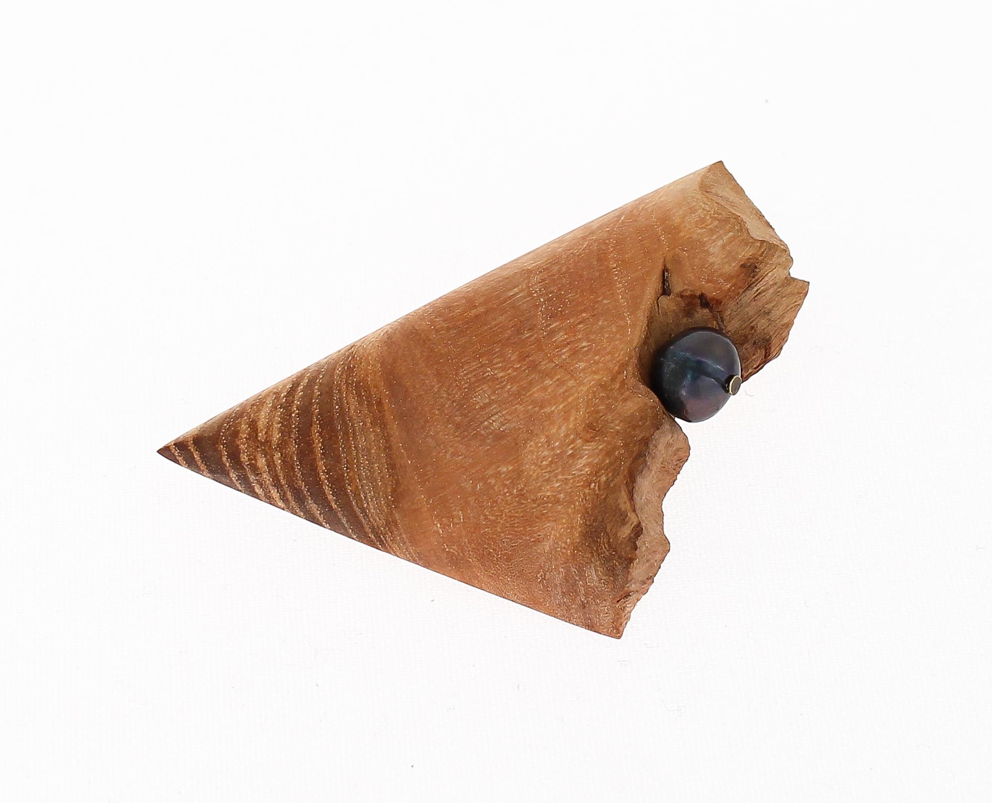 ash black pearl brooch