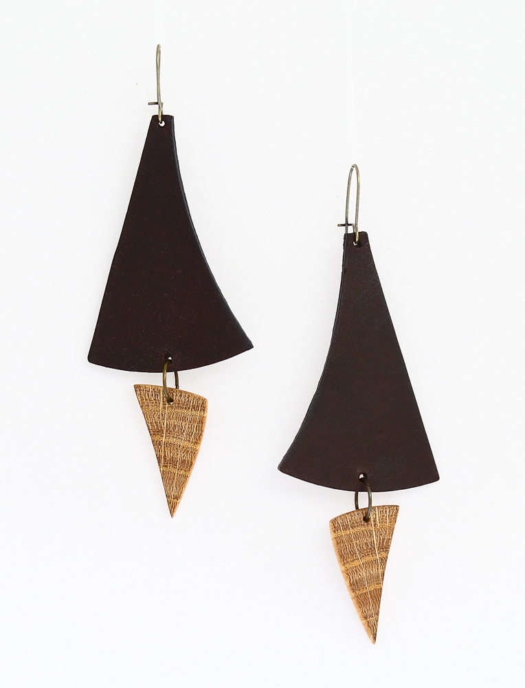 oak leather earrings