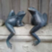 Set of 2 Climbing Frogs