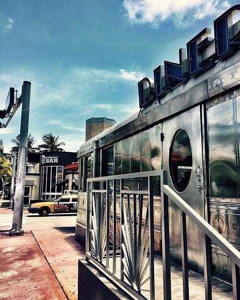 #southbeach #miamibeach #usa🇺🇸 Dinner Washington Avenue Restaurant 50th Retro yellow cab architecture