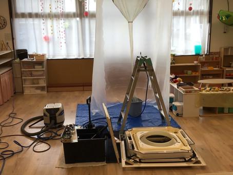 保育園のエアコン洗浄作業