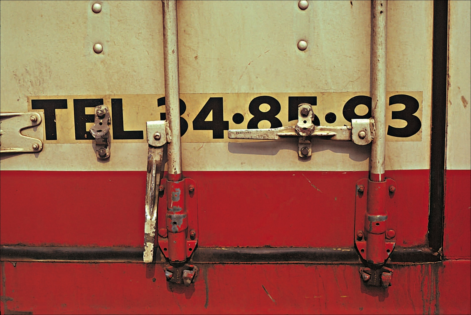 container gris vert rouge 1977