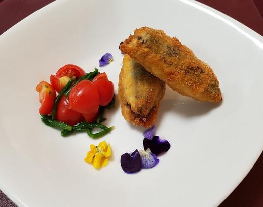 Acciughe ripiene con insalatina di Pomodorini Datterini e Alghe