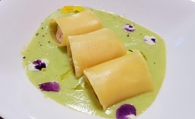 Paccheri ripieni con Salmone su crema di Piselli