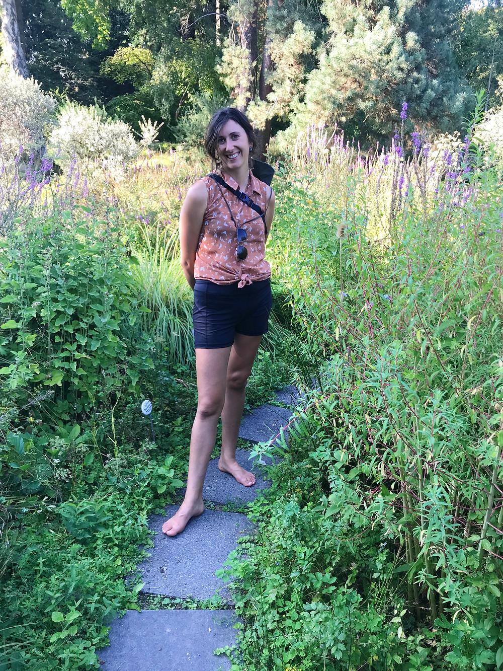 Barefoot woman at the Frankfurt Botanical Gardens.