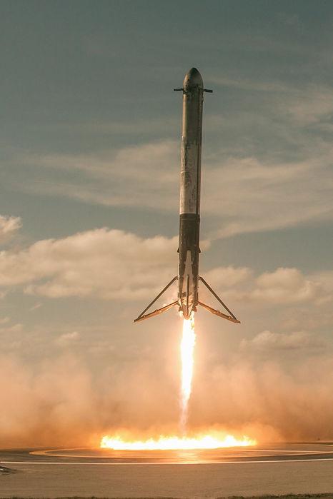 SpaceX%20Falcon%20Heavy%20Landing_edited.jpg
