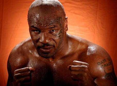 Mike Tyson 'estrangula' a un Tommy Coyle de 10 años en unas fotos de 1999