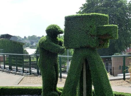 Un hombre se disfraza de arbusto para evadir la cuarentena por coronavirus en Reino Unido