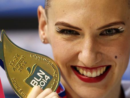 Medallista rusa de natación sincronizada muestra sus habilidades en plena cuarentena