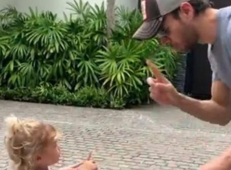 Enrique Iglesias presume lo bella que está su hija