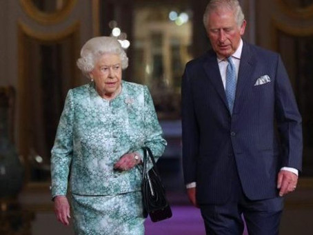 Príncipe Charles sale del aislamiento social antes del tiempo recomendado