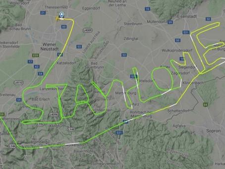 """Un piloto escribe en el cielo """"quédate en casa"""" en medio de la pandemia de coronavirus"""