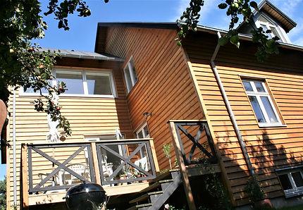 Ny facade og terrasse i lærketræ - husarkitekten