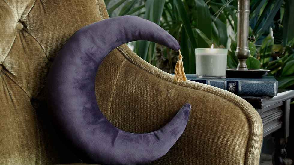 Coussin Lune Violet Pompon doré