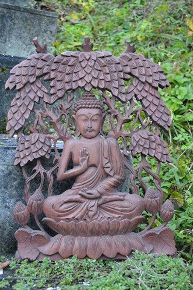 Bouddha méditation dans l'arbre